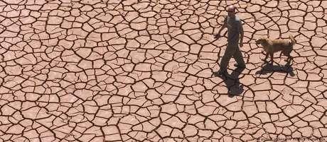 Superar o limite de 1,5°Cresultaria num maior aumento do calor extremo, de chuvas torrenciais e da probabilidade de secas, diz IPCC