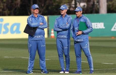 Felipão e seus auxiliares começam nesta terça a preparar o time que joga no domingo (Divulgação/Palmeiras)
