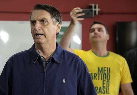 Bolsonaro vota em colégio eleitoral no Rio de Janeiro