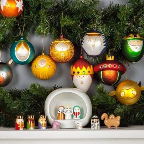 64. Bolas como personagens natalinos. Foto de Stardust Modern Design
