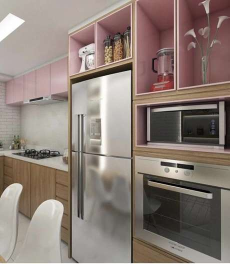 59. Uma das vantagens do armário planejado de cozinha é que ele pode ser feito de várias cores – Foto: Beyato