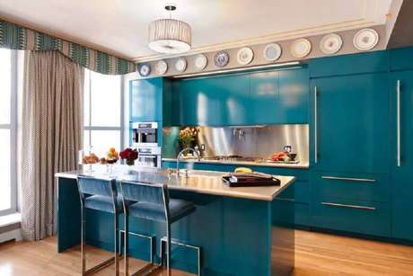 61. As cores de armário de cozinha planejado escolhidas podem fazer toda a diferença na decoração da casa – Foto: Homebnc