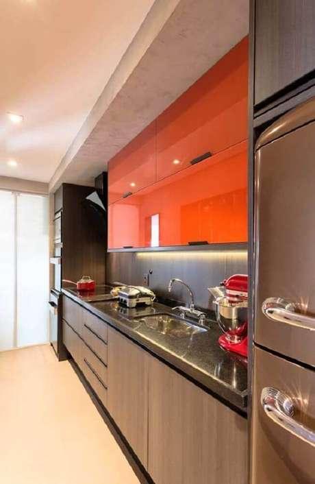 62. Tons mais vibrantes de cores de armário de cozinha planejado também pode ser utilizada para projetos compactos – Foto: Leather Finish