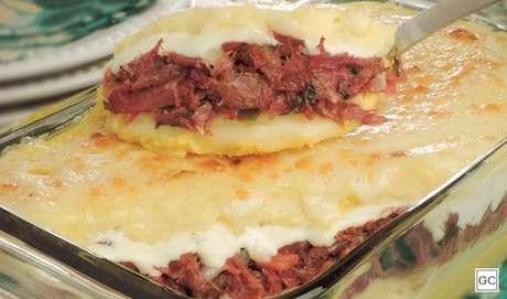 Escondidinho de carne-seca com abóbora e mandioca |