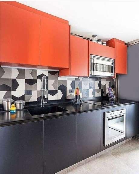 82. Conforme as cores de armário de cozinha planejado escolhidas o ambiente fica mais alegre e moderno – Foto: Cláudia Xavier Arquitetura