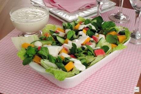 Salada de kani e pepino
