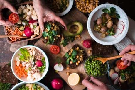 Veganismo: entenda melhor o movimento e saiba como fazer comida vegana sem gastar muito