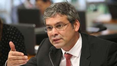 Lindbergh Farias teve 1,4 milhão de votos no Rio. Ficou atrás de Flávio Bolsonaro (PSL) e Arolde de Oliveira (PSD)
