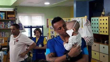 Goleiro do São Paulo visitou o Hospital do Graac na tarde desta terça-feira (Yago Rudá)