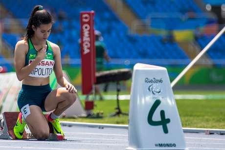 Verônica Hipolito se prepara para largada da final paralímpica em 2016