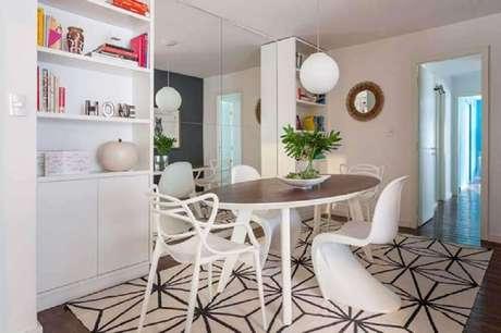 15. Escolhas modelos diferentes de cadeiras para sala de jantar modernas e leve mais personalidade para o ambiente – Foto: Roberto Robl