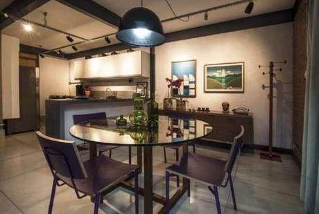 41. Decoração simples para sala de jantar moderna – Foto: Leandro Bocchio