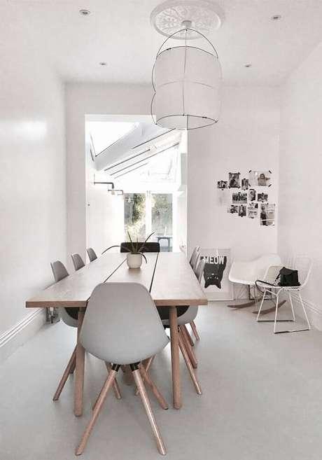 46. Decoração com lustres modernos para sala de jantar – Foto: BellezaRoom