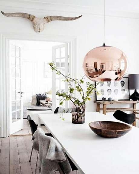 49. Modelo de pendente para sala de jantar moderna redondo em rose gold – Foto: Yandex
