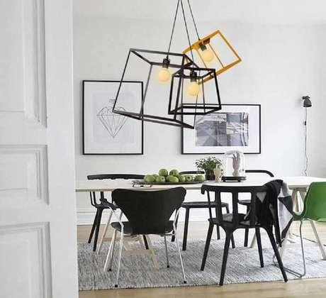 50. Os pendentes escolhidos para a decoração de sala de jantar moderna são um item essencial para a decoração – Foto: Title Loan Fremont