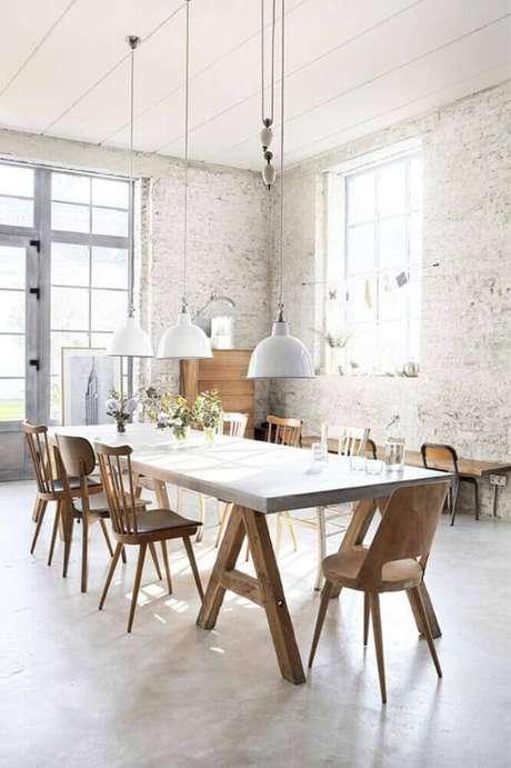 51. Invista em uma decoração com modelos diferentes de cadeiras para sala de jantar modernas – Foto: Archzine