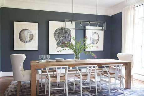 54. O tapete é um item que pode deixar a sala de jantar moderna mais aconchegante – Foto: Lonny