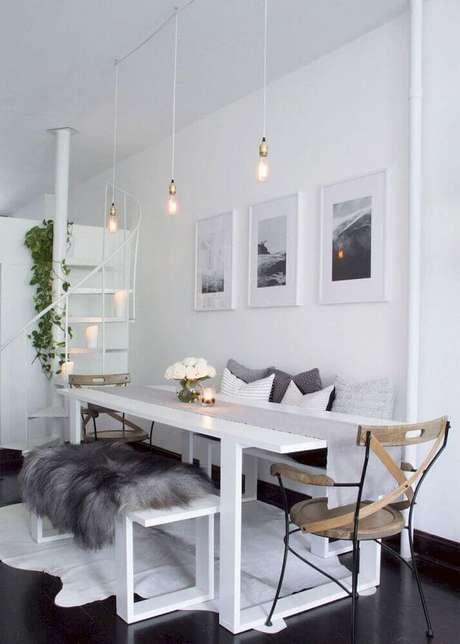 60. O minimalismo é perfeito para quem busca investir em uma decoração de sala de jantar moderna – Foto: Carre Bian Home