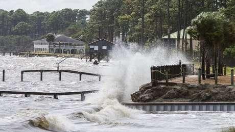 O governador da Flórida, Rick Scott, alertou os moradores do estado: 'Esta tempestade pode matá-los'