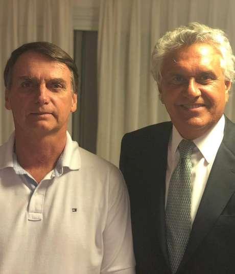 Presidenciável do PSL Jair Bolsonaro ao lado do governador eleito de Goiás, Ronaldo Caiado, que visitou o candidatoem sua residência na Barra da Tijuca no Rio