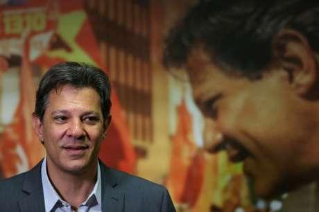 O candidato do PT à Presidência, Fernando Haddad, durante entrevista a jornalistas em São Paulo 10/10/2018 REUTERS/Amanda Perobelli