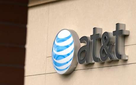 Logo da AT&T em prédio em Golden, Estados Unidos 25/07/2017 REUTERS/Rick Wilking
