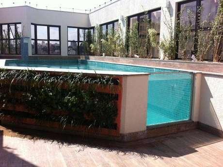 2- Uma ótima dica de como construir uma piscina é utilizar equipamento de qualidade e profissionais qualificados.
