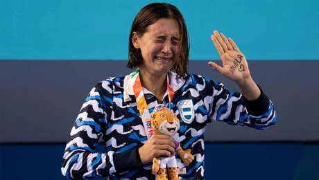 Delfina Pignatiello se emociona ao dedicar a medalha a avó morta há uma semana (Foto: Divulgação/COI)