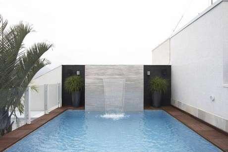 1- Como construir uma piscina é agregar valor ao imóvel, invista em bons materiais.
