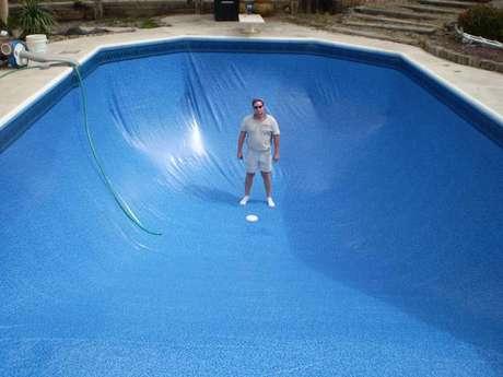 6- Como construir uma piscina de vinil requer cuidados para não proliferação de bactérias, mantenha a água bem tratada.