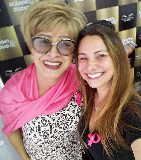 Nany People com a apresentadora e voluntária Flávia Feola