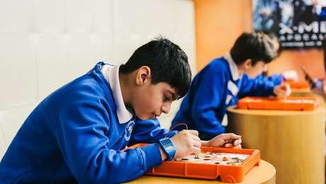 Memória incomum, ler cedo e conhecimento mais aprofundado de assuntos específicos podem ser sinais de que a criança é superdotada