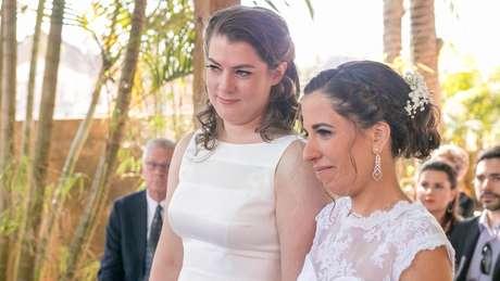 Helena e Kelly, 37 e 38 anos, do Brasil e da Califórnia respectivamente, se conheceram na interner e hoje vivem em Nova York