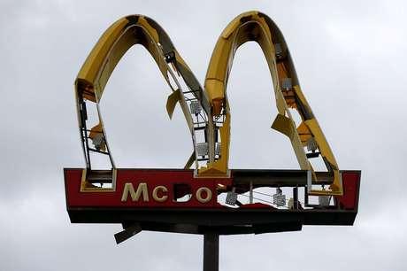 Símbolo do McDonald's foi avariado pela passagem da tempestade em Panama City, na Flórida