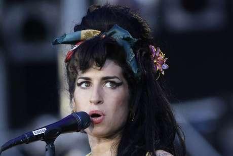 """Cantora britânica Amy Winehouse, morta em 2011, durante apresentação do """"Rock in Rio"""" em Arganda Del Rey, perto de Madri 4/07/ 2008. REUTERS/Juan Medina"""