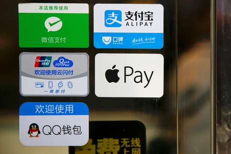 Logo do Alipay, WeChat Pay, Apple Pay e outros aplicativos de pagamento em restaurante de Pequim, China 13/01/2017 REUTERS/Damir Sagolj