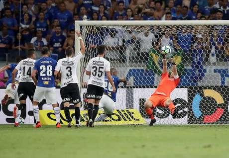 Cássio faz defesa no primeiro jogo da final da Copa do Brasil