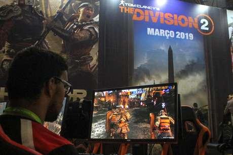 O jogo The Division 2, que deve ser lançado em 2019, está aberto para testes do público na BGS 2018; o game se passa em um futuro distópico, na cidade de Washington, nos EUA