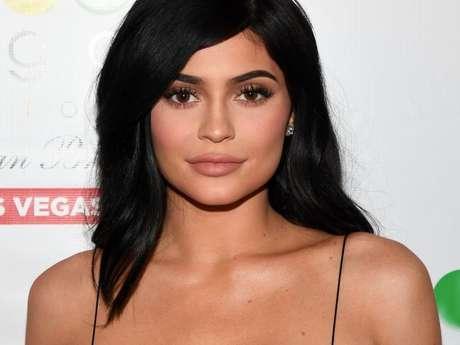 Kylie Jenner faz preenchimento três meses após remoção