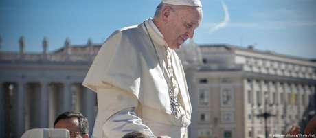 """""""É como contratar um matador de aluguel para resolver um problema"""", disse o papa sobre o aborto"""