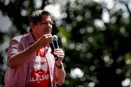 Fernando Haddad em ato de campanha em São Mateus, na periferia de São Paulo