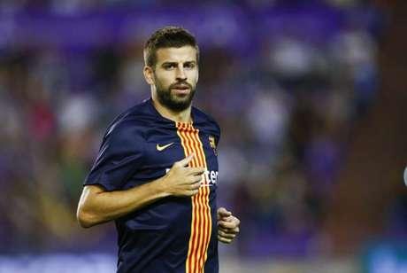 Piqué segue titular no Barcelona, apesar de não viver grande momento (Foto: BENJAMIN CREMEL / AFP)