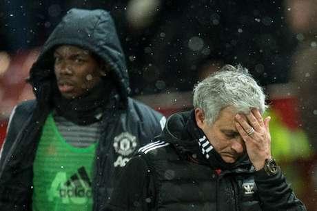 Relação ruim com o Mourinho seria o motivo da saída de quatro jogadores (Foto: Oli Scarff/AFP)