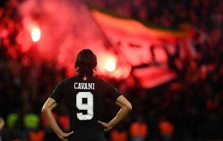 Cavani se sente isolado no PSG, enquanto números comprovam que Neymar e Mbappé tocam poucas bolas para o uruguaio (Foto: Franck Fife/AFP)
