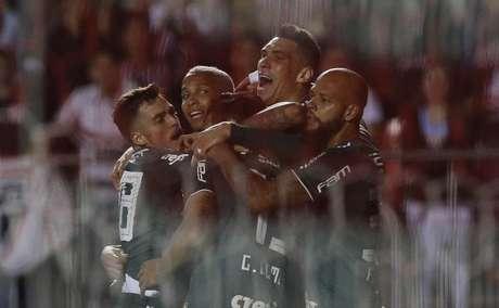 Elenco do Palmeiras tem se unido para conter Deyverson durante as partidas (Cesar Greco/Ag Palmeiras/Divulgação)