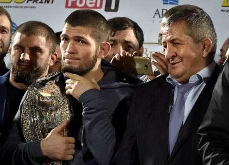 Khabib ameaçou deixar o UFC, caso o seu amigo, envolvido na briga no UFC 229, seja demitido (Foto: Getty Images)