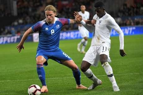 França e Islândia fizeram um bom jogo nesta quinta (Foto: LOIC VENANCE / AFP)