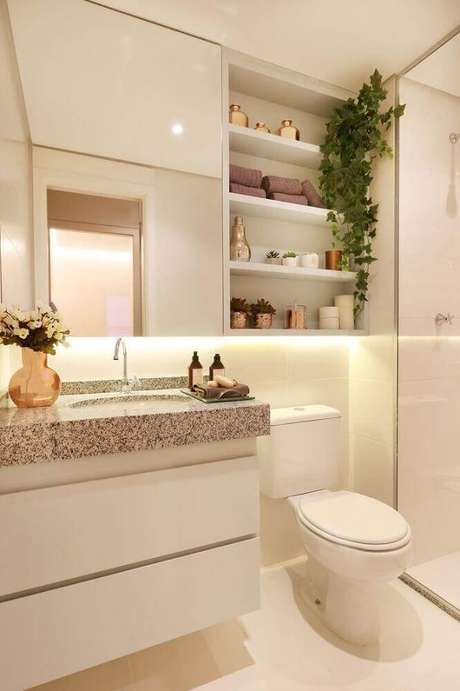 21. Lindo banheiro pequeno planejado com decoração em tons neutros e nichos embutidos – Foto: Bathroom Decoration