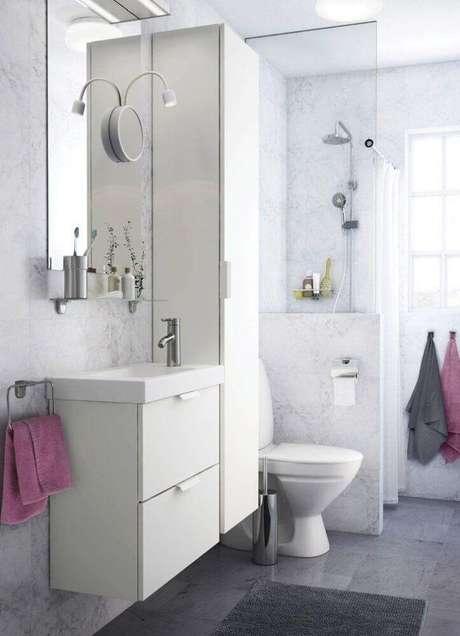 22. Decoração simples para banheiro planejado – Foto: Ikea