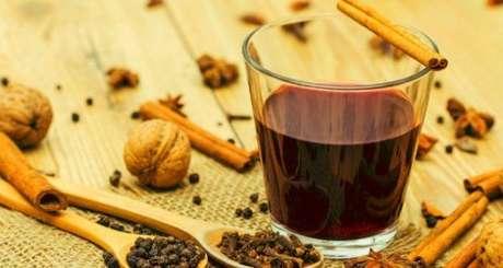 8. O chá de cravo é uma forma super fácil de como deixar a casa cheirosa. Foto de Mundo Boa Forma